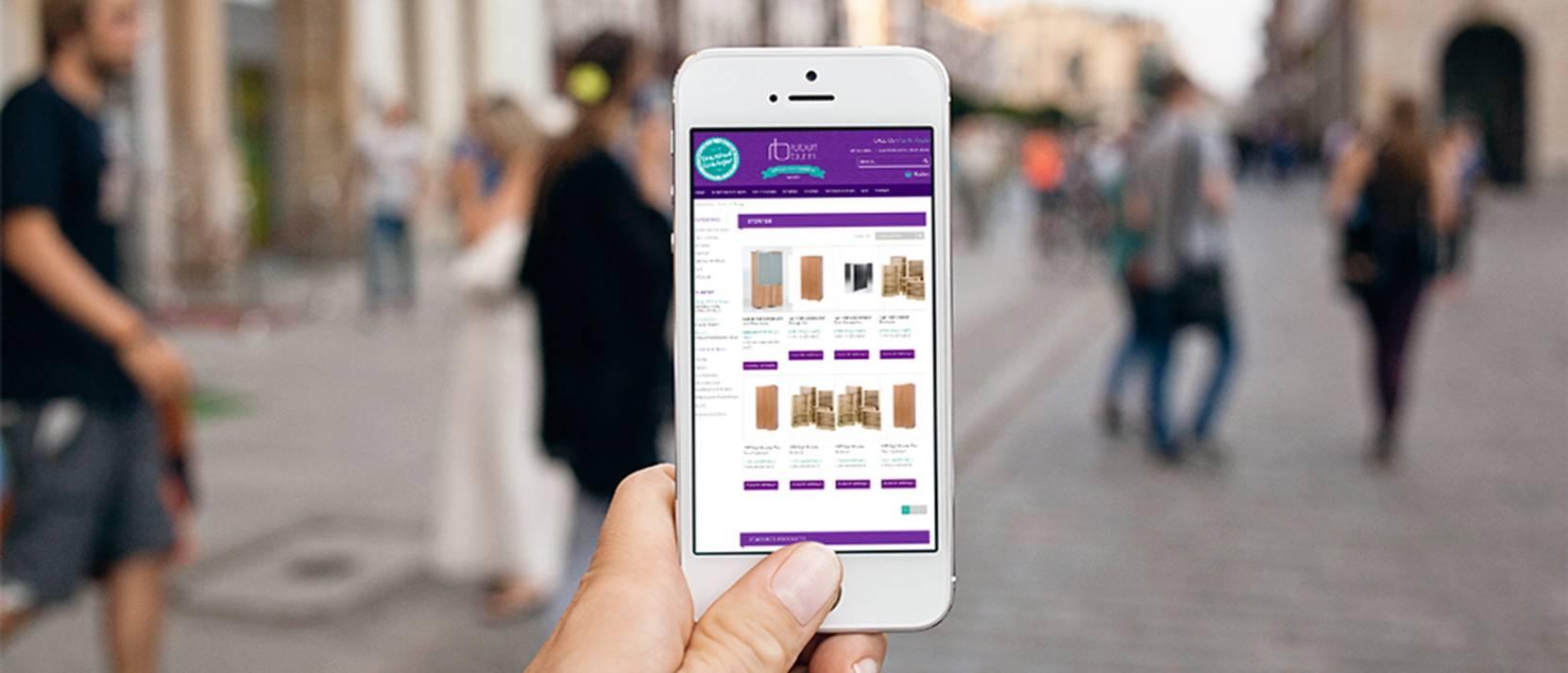 robert bunn ecommerce on mobile phone in street small